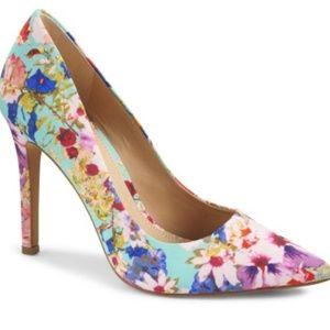 Vince Camuto Floral pumps